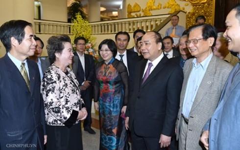 フック首相、ベトナム都市企画開発協会の代表と懇親 - ảnh 1