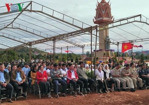 カンボジアのモンドルキリ州で ベトナム・カンボジア友好記念塔 落成式 - ảnh 1