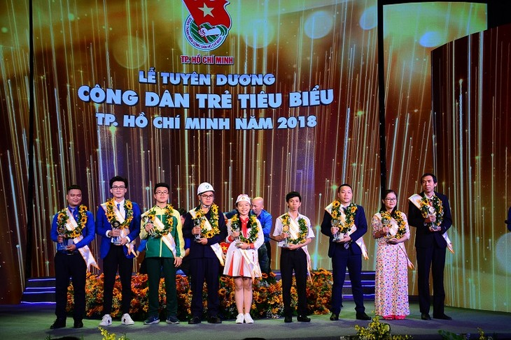 HCM市、代表的な若い市民を顕彰 - ảnh 1
