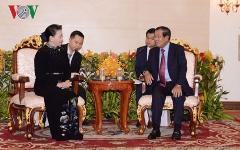 ガン国会議長、カンボジア首相と会見 - ảnh 1