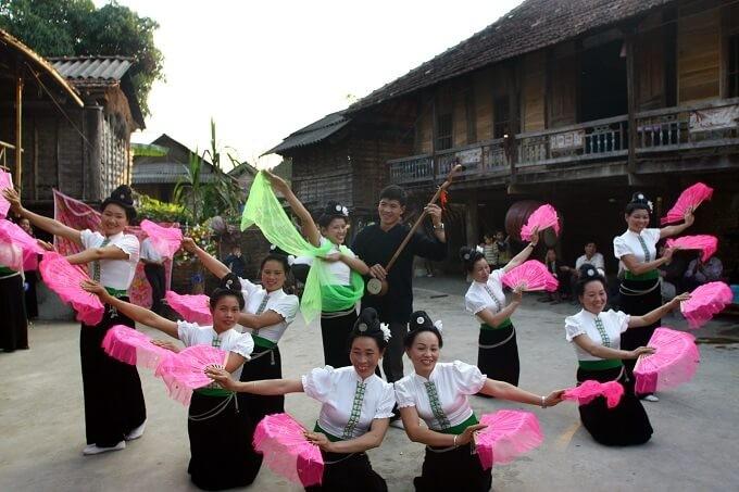 タイ族の文化的価値を保存するブオック村 - ảnh 1