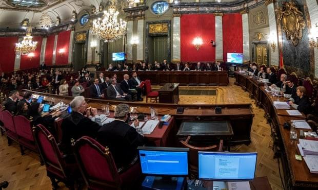 スペイン カタルーニャの独立運動指導者らの裁判始まる - ảnh 1