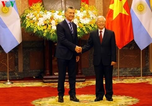 ベトナムを国賓訪問中のアルゼンチン大統領 - ảnh 1