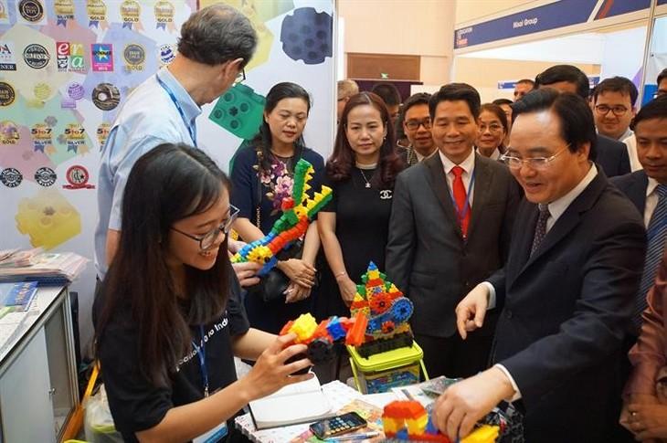 初の国際教育技術展示会を開催 - ảnh 1