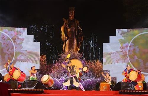 「日本・ハノイ桜祭り2019」 2万本の桜の枝を展示 - ảnh 1