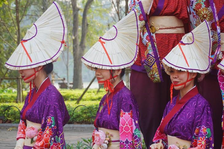 ベトナムのヨサコイ 色とりどりの衣装で舞う - ảnh 1