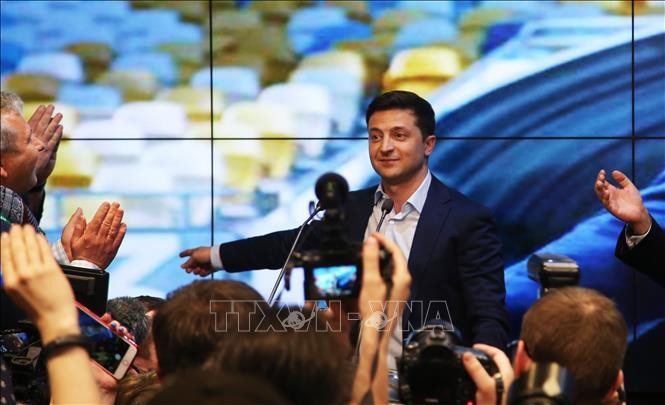 ウクライナ大統領選 新人でタレントのゼレンスキー氏が当選 - ảnh 1