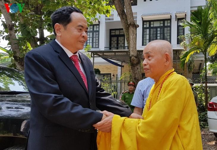 祖国戦線議長、トゥアティエンフエ省の仏教の聖職者の元を訪れる - ảnh 1