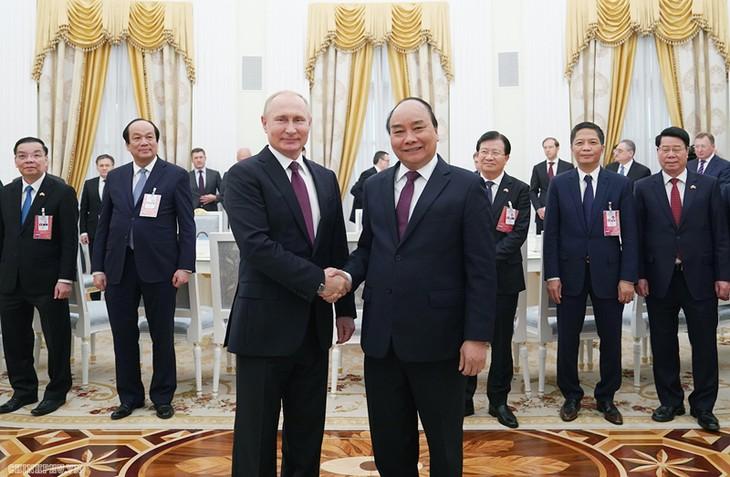 フック首相、プーチン大統領と会見 - ảnh 1