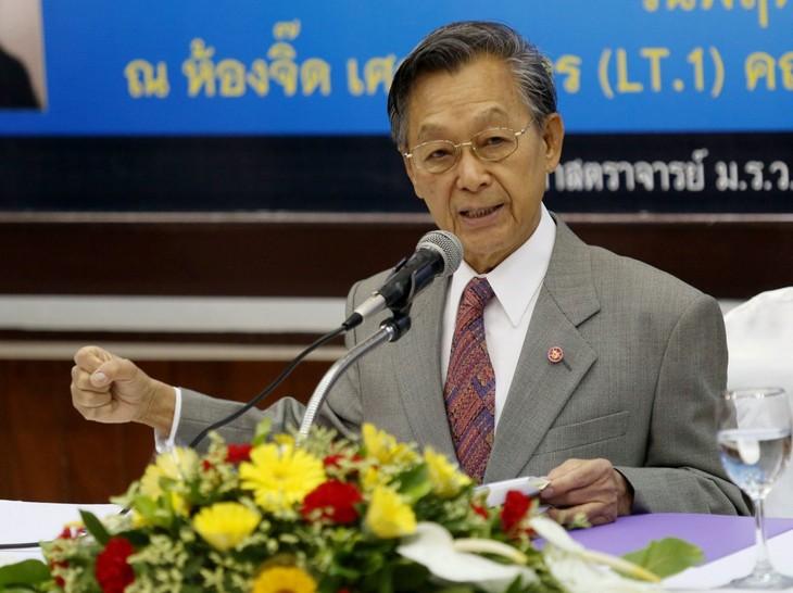 タイ下院議長にチュアン元首相 親軍勢力が共同歩調 - ảnh 1