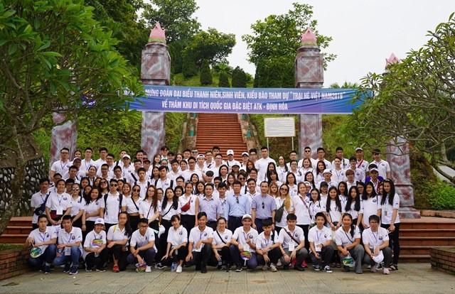 国外在留ベトナム人青年 革命根拠地を見学 - ảnh 1