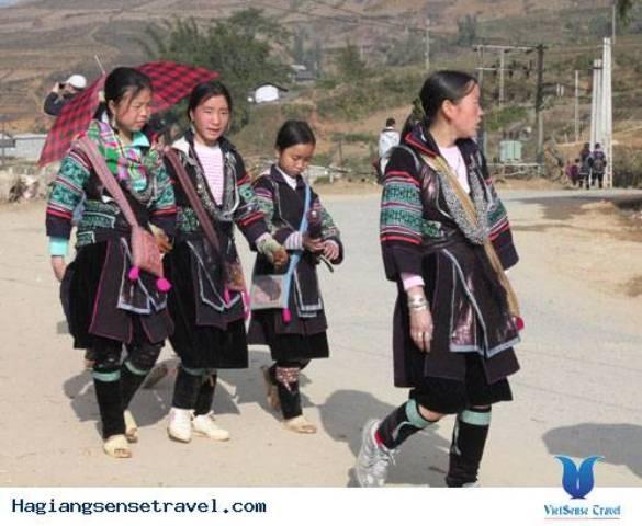 モン族の民族衣装 - ảnh 1