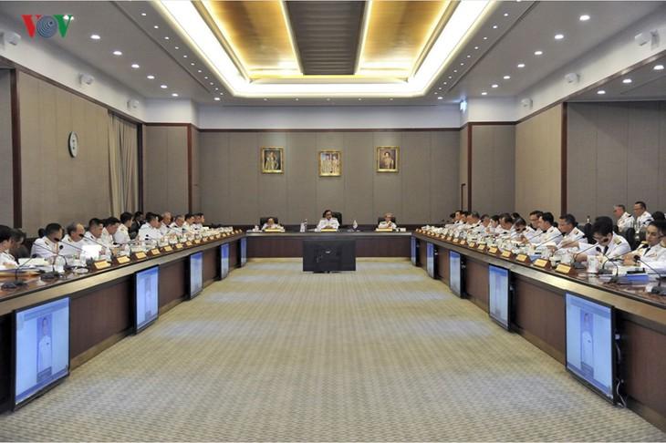 タイ、5年ぶり民政復帰=新政権発足、軍政の大枠維持 - ảnh 1