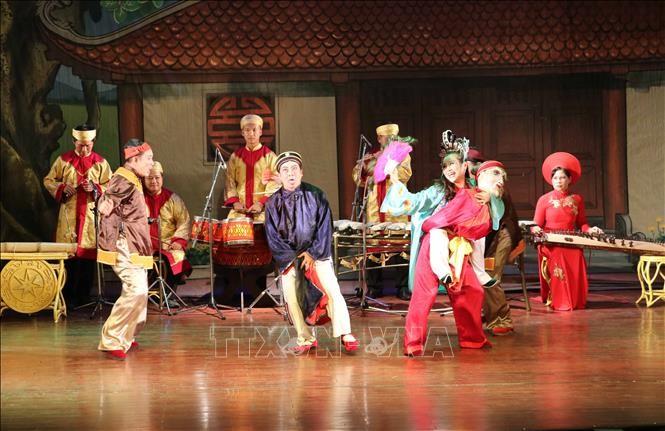 ダナン市の劇場で、トゥオン芸術「ベトナムの魂」劇を演じる - ảnh 1