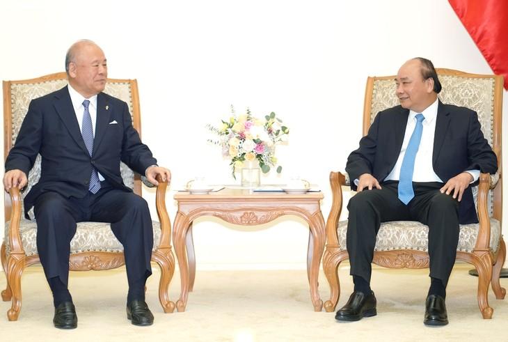 フック首相、日越友好議員連盟特別顧問と懇談 - ảnh 1