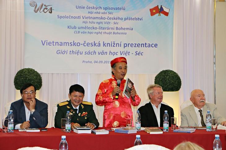 ベトナム・チェコ 文学交流を強化 - ảnh 1