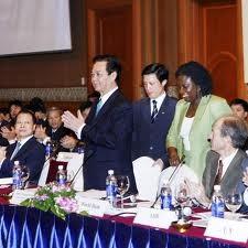 Vietnam sedang melaksanakan reformasi perekonomian yang tepat arah untuk berkembang - ảnh 2