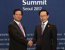 Memberikan sumbangan yang aktif pada upaya global dan mendorong  secara substasial hubungan Vietnam-Republik Korea. - ảnh 1