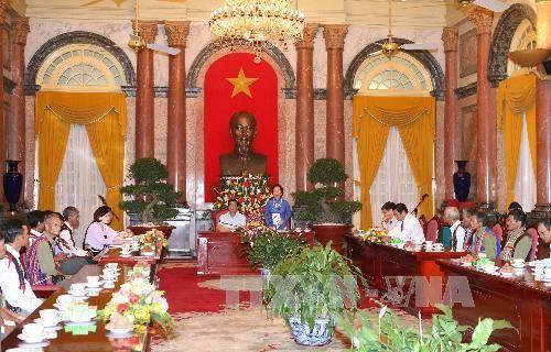 Partai Komunis dan Negara Vietnam memperhatikan rakyat etnis minoritas. - ảnh 1