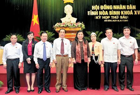 Wakil Ketua MN Tong Thi Phong  menghadiri persidangan  ke-6 Rakyat Provinsi Hoa Binh, Vietnam Utara - ảnh 1