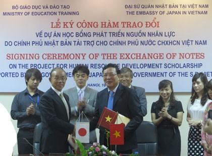 Jepang terus memberikan bantuan hibah  kepada Vietnam mengembangkan sumber daya manusia - ảnh 1