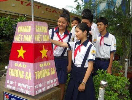 Tonggak-tonggak kedaulatan dan  perasaan rakyat terhadap kepulauan Truong Sa - ảnh 3