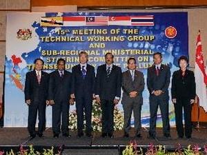 Forum Para Pemimpin ASEAN  menuju ke pembangunan Komunitas  Ekonomi - tahun 2015 - ảnh 1