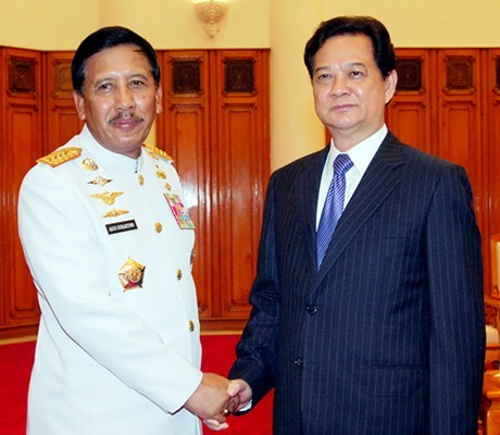 PM  Vietnam Nguyen Tan Dung menerima Panglima Tentara Nasional  Indonesia - ảnh 1