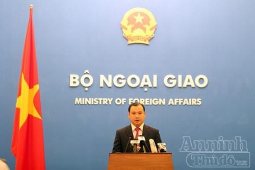 Vietnam dengan gigih memprotes Tiongkok melaksanakan uji penerbangan ke pulau karang Chu Thap. - ảnh 1