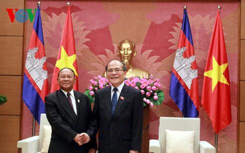 Ketua MN Vietnam Nguyen Sinh Hung menerima Ketua Parleman Laos dan Ketua Parlemen Kamboja. - ảnh 2