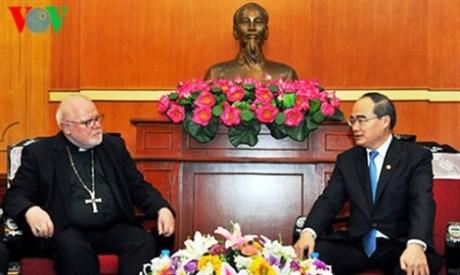 Ketua Pengurus Besar Front Tanah Air Vietnam, Nguyen Thien Nhan menerima Kardinal  Marx, Ketua Dewan Keuskupan RF.Jerman - ảnh 1
