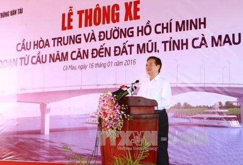PM Vietnam, Nguyen Tan Dung menghadiri acara peresmian jembatan yang menyambungkan kota Ca Mau dengan  daerah ujung Ca Mau - ảnh 1