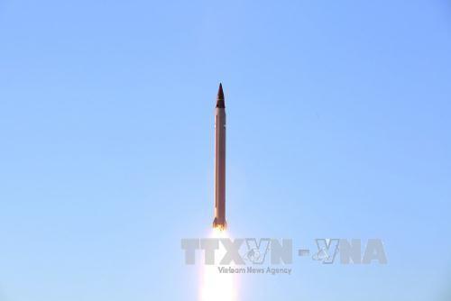 Iran menyatakan akan terus melakukan percobaan misil baru - ảnh 1