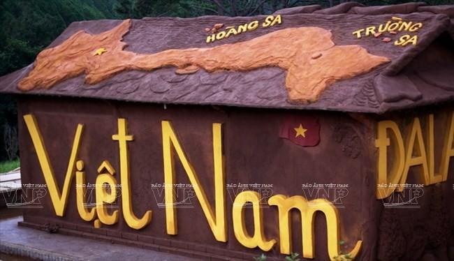 Terowongan tanah liat - destinasi  wisata  baru yang menyerap kedatangan para turis - ảnh 2
