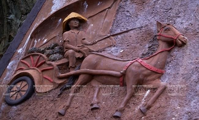 Terowongan tanah liat - destinasi  wisata  baru yang menyerap kedatangan para turis - ảnh 8