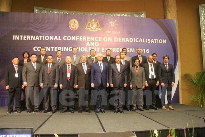 Vietnam  bersedia bekerjasama dengan komunitas internasional melawan ekstrim kekerasan - ảnh 1