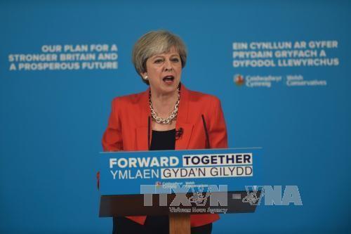 """Pemilu Inggeris: PM Theresa May """"menghangatkan"""" kampanye pemilu dengan pernyataan tentang Brexit - ảnh 1"""