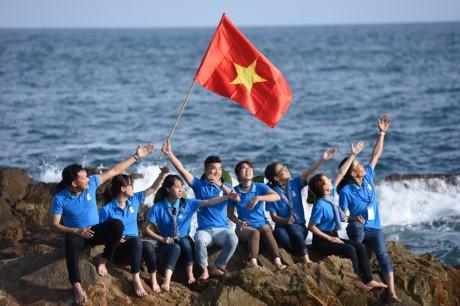 Mahasiswa  Vietnam dengan laut dan pulau Tanah Air tahun 2017 - ảnh 1