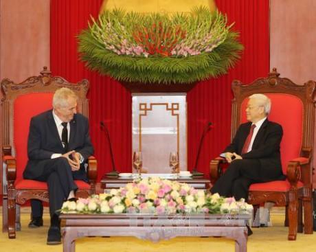 Sekjen KS PKV, Nguyen Phu Trong menerima Presiden Republik Czech, Milos Zeman - ảnh 1