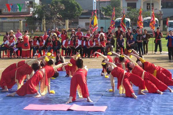 Hari Yoga Internasional Vietnam kali ke-3 tahun 2017 berlangsung di Vietnam - ảnh 1