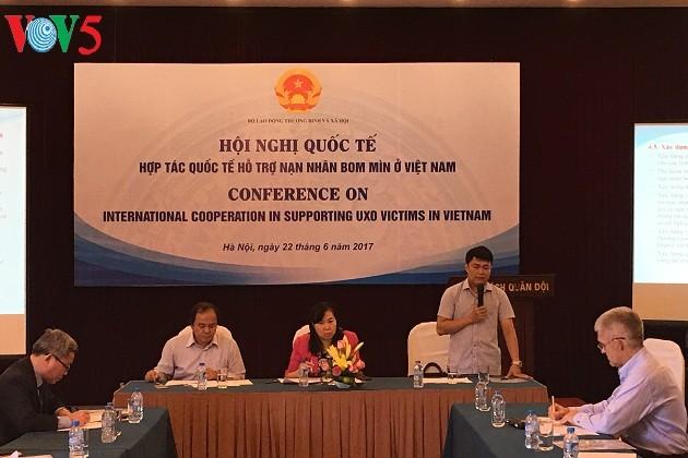 Kerjasama internasional untuk  membantu para korban bom dan ranjau di Vietnam - ảnh 1