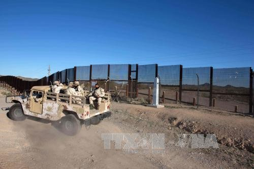 Presiden AS, Donald Trump mengumumkan ide baru tentang tembok perbatasan dengan Meksiko - ảnh 1