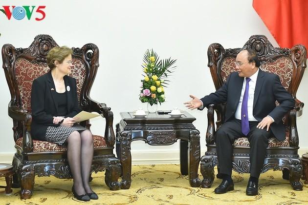 PM Vietnam, Nguyen Xuan Phuc  menerima Utusan Khusus PM Australia, Sekretaris  Kementerian Luar Negeri dan Perdagangan Australia, Frances Adamson - ảnh 1