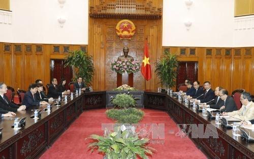 PM Vietnam, Nguyen Xuan Phuc menerima delegasi  Partai Aksi Rakyat Singapura yang berkuasa  - ảnh 1