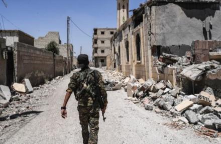 Penasehat tentara AS hadir di benteng terakhir IS di Suriah - ảnh 1