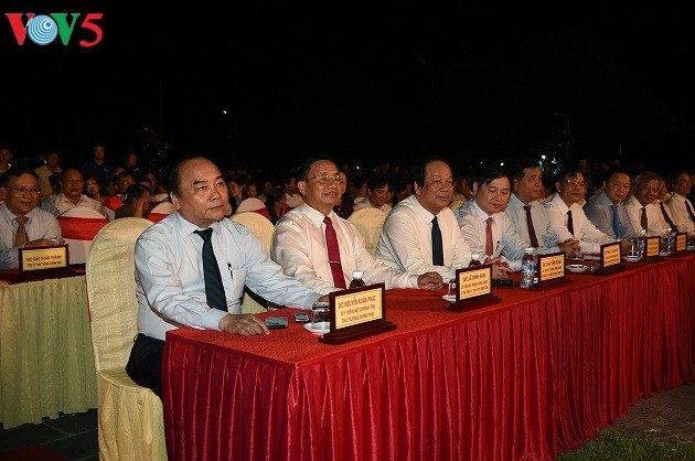 """PM Vietnam, Nguyen Xuan Phuc  menghadiri program kesenian: """"Tempat suci Dong Loc"""" - ảnh 1"""