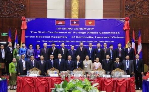 Komisi Hubungan Luar Negeri Parlemen Kamboja, Laos dan Vietnam berkomitmen akan memperkuat kerjasama - ảnh 1