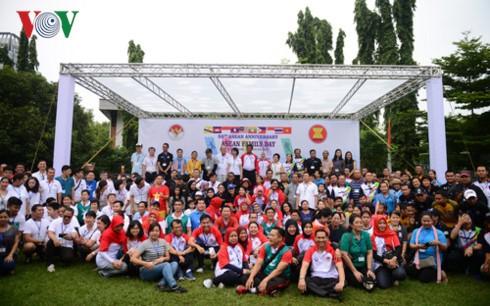 Hari Keluarga ASEAN  berlangsung secara bergelora di Thailand - ảnh 1