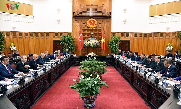 PM Vietnam, Nguyen Xuan Phuc mengadakan pembicaraan dengan PM Turki, Binali  Yildirim - ảnh 1