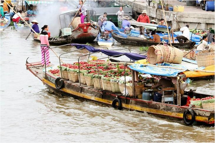 Pasar terapung Nga Nam kaya dengan budaya air daerah dataran rendah sungai Mekong - ảnh 4